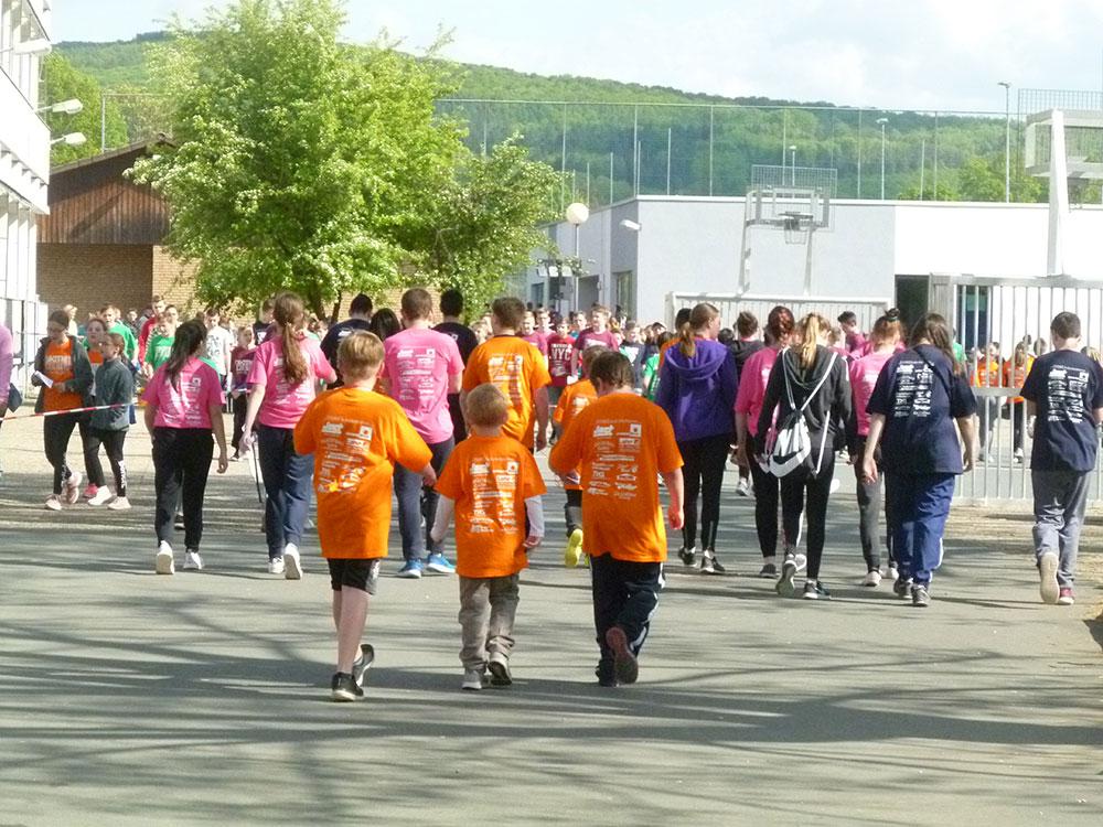 Foto Sponsorenlauf Klettergerüst Weiltalschule